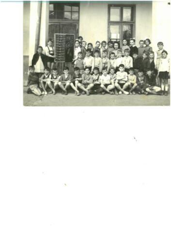 1963-ban Varjú Istvánné a 3.b osztályosokkal