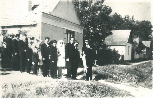 1968-ban a menyasszony rövid ruhában